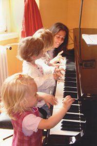 Klavierfoto-mit-Kindern-Amrose